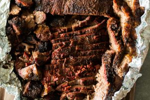 WHAT IS TEXAS CRUTCH SMOKED BRISKET 2 TEXAS CRUTCH: FALDA AHUMADA EN PAPEL DE ALUMINIO