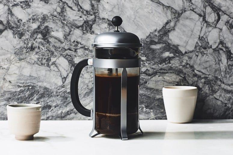 CAFÉ EN OLLA FRENCH PRESS DE VIDRIO Y PLATA