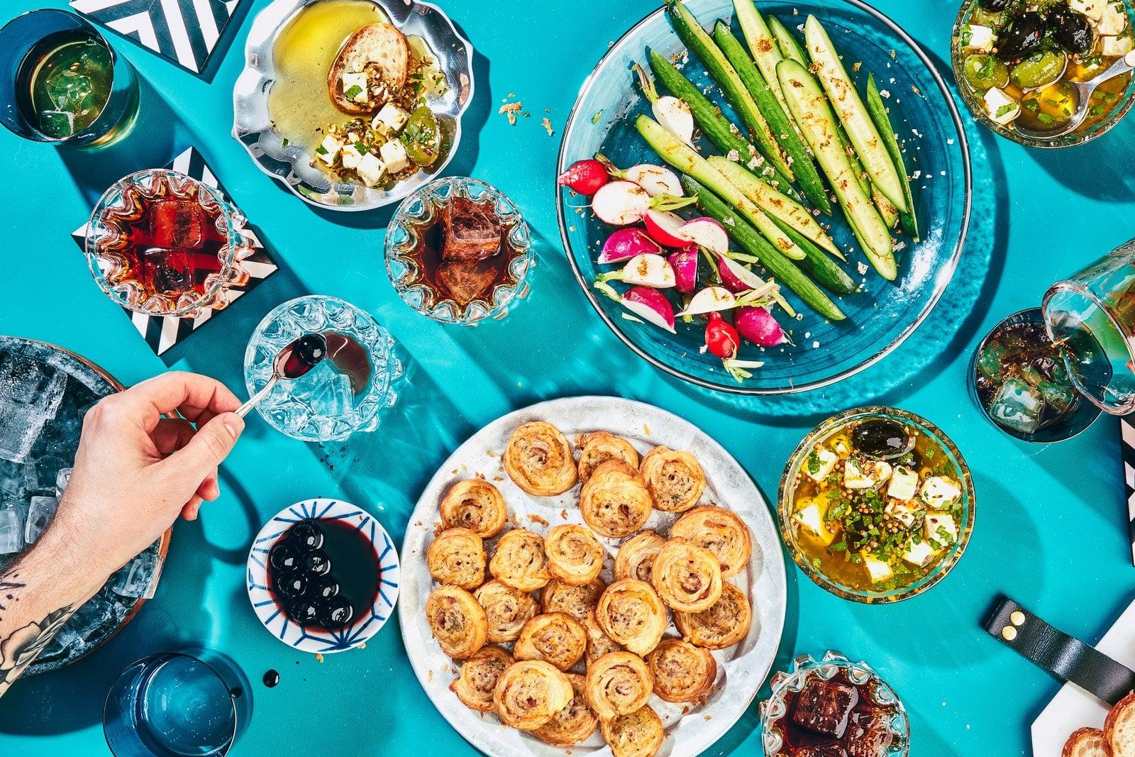 La imagen puede contener comida. Plato de comida, almuerzo humano y planta.
