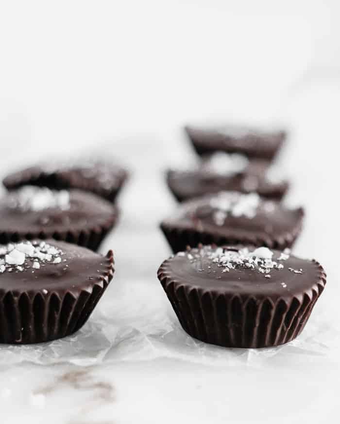 TAZAS DE TAHINI DE CHOCOLATE NEGRO