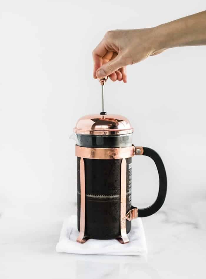 CAFÉ EN FRÍO EN PRENSA FRANCESA QUE SE PRESIONA