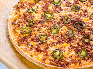 PIZZA DE TOCINO Y JALAPEÑO DE PIZZA PLANET