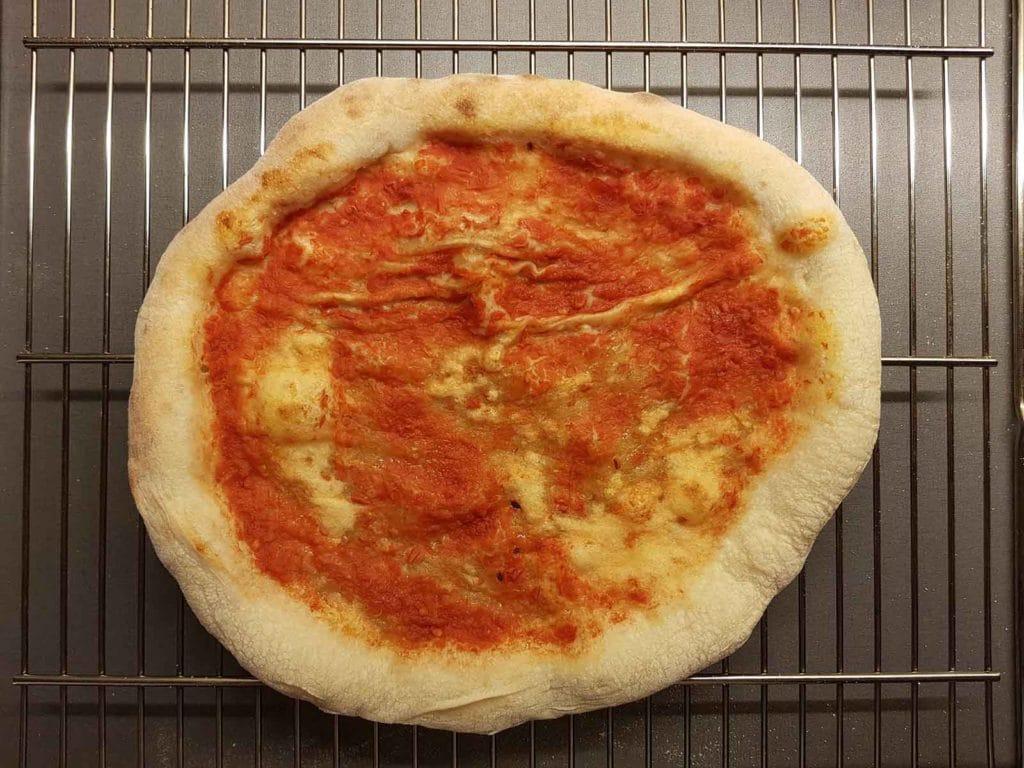PIZZA EN REJILLA DE ENFRIAMIENTO