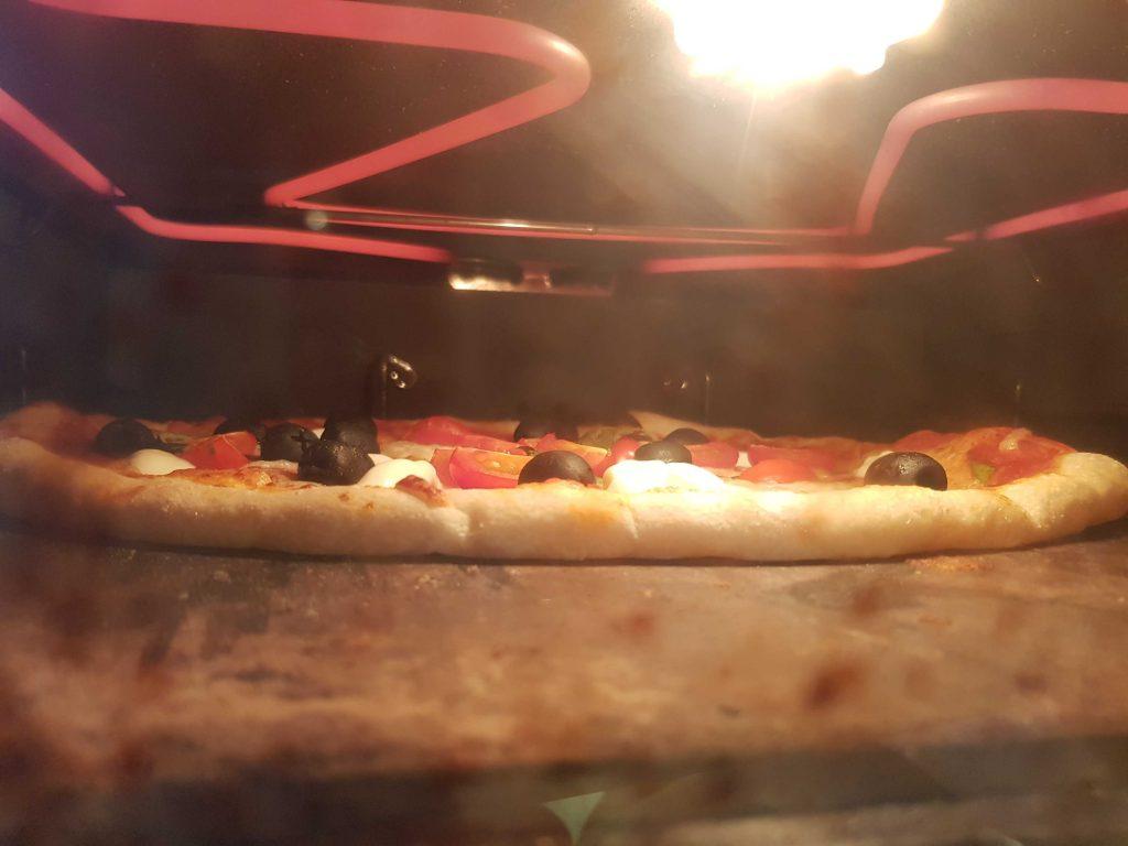 PIZZA DEBAJO DE LA PARRILLA