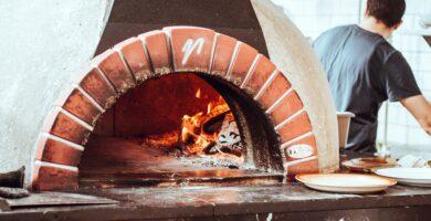 CATHAL MAC AN BHEATHA CJAKSPPS2CO UNSPLASH 1 PIZZA STEEL: ¿VALE LA PENA? EL SECRETO PARA UNA MEJOR PIZZA